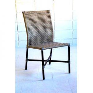 cadeira Alana em aluminio e trama em fibra sintética de area externa