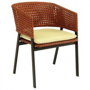 cadeira em aluminio com trama em fibra sintetica e estofado em tecidos nauticos especiais para area externa
