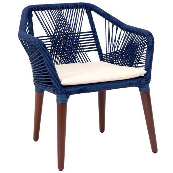 cadeira com trama em corda nautica, estrutura em aluminio e madeira cumarú para areas externas