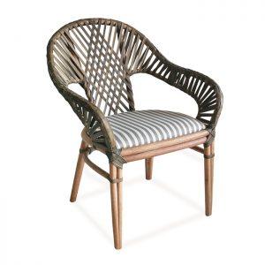 Cadeira Cayman em fibra natural para varanda gourmet e area interna