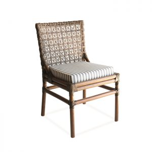 Cadeira Andria estrutura em rottin com trama em couro natural para Varanda Gourmet