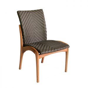 Cadeira em amdeira naval e trama em fibra sintetica para area externa