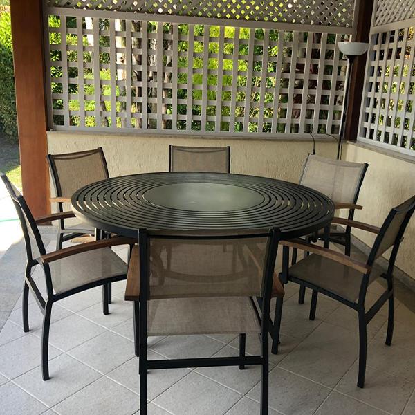 mesa e cadeiras para piscina e área externa